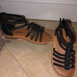 Strapping sandals